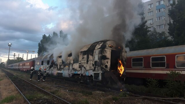 Incendiu puternic. Două vagoane de tren, cuprinse de flăcări - Imaginea 4