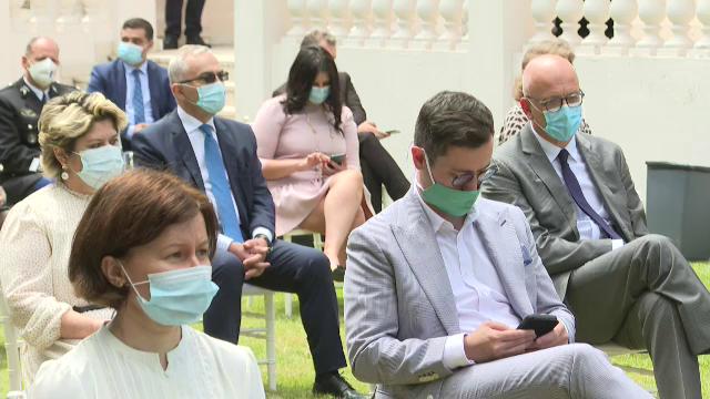 Ciolacu a fost singurul politician fără mască la recepția organizată la Ambasada Franței - Imaginea 2