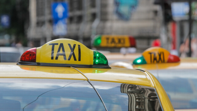 Razie a polițiștilor printre taximetriștii din parcările supermarketurilor. Unii nu aveau nici măcar autorizație