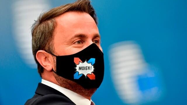 Summit UE la Bruxelles. Distanțare socială, măști sanitare personalizate și saluturi inedite - Imaginea 1