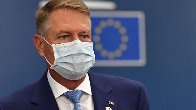 Summit UE la Bruxelles. Distanțare socială, măști sanitare personalizate și saluturi inedite - Imaginea 5
