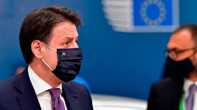 Summit UE la Bruxelles. Distanțare socială, măști sanitare personalizate și saluturi inedite - Imaginea 7