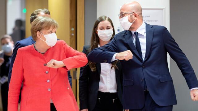 Summit UE la Bruxelles. Distanțare socială, măști sanitare personalizate și saluturi inedite - Imaginea 8