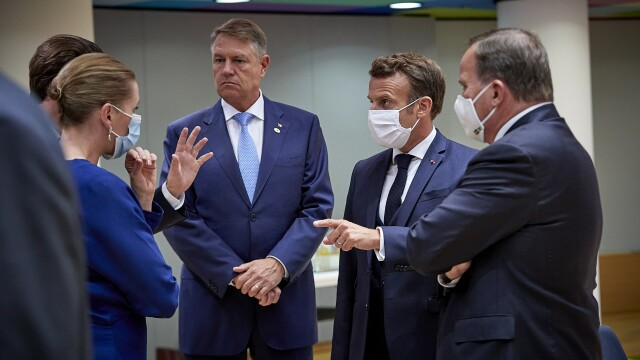 Iohannis, fotografiat fără mască la summit-ul UE. Explicațiile Administrației Prezidențiale - Imaginea 1