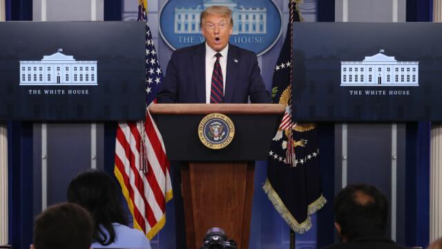 """VIDEO. Trump ezită să răspundă la înrebarea dacă regretă """"toate minciunile"""" pe care le-a spus în ultimii trei ani"""