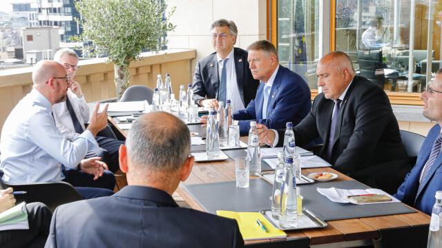 Iohannis, fotografiat fără mască la summit-ul UE. Explicațiile Administrației Prezidențiale - Imaginea 3