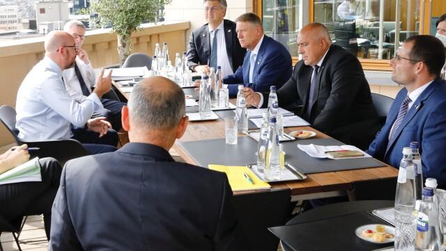 Iohannis, fotografiat fără mască la summit-ul UE. Explicațiile Administrației Prezidențiale - Imaginea 8