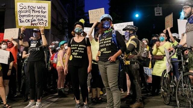 Black Lives Matter. Mii de oameni protestează în Portland față de prezența agenților federali - Imaginea 8
