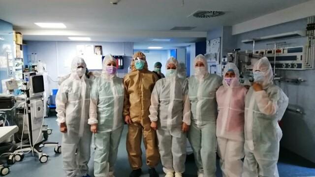 Imagini greu de privit cu medicii care poartă combinezoane anti Covid-19. Cum arată mâinile lor - Imaginea 5