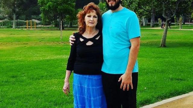 S-a căsătorit la 17 ani cu o bătrână de 71. Drama trăită de tânăr după cinci ani de relație - Imaginea 5