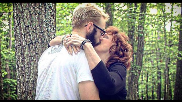 S-a căsătorit la 17 ani cu o bătrână de 71. Drama trăită de tânăr după cinci ani de relație - Imaginea 2