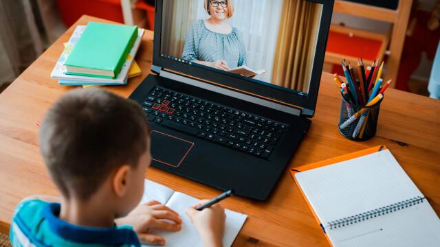 Cât de puţin pregătite sunt şcolile din România pentru un nou semestru online. \