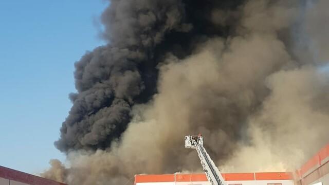 Incendiu puternic la 2 hale din Bragadiru. A fost emis un mesaj RO-Alert - Imaginea 1