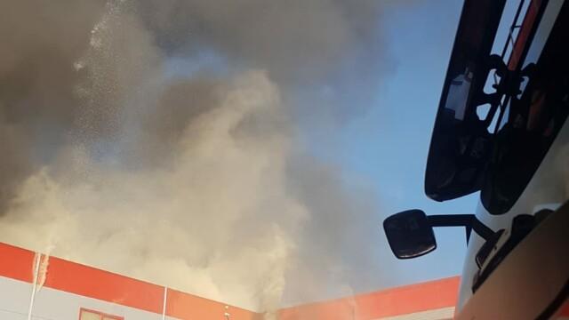 Incendiu puternic la 2 hale din Bragadiru. A fost emis un mesaj RO-Alert - Imaginea 4