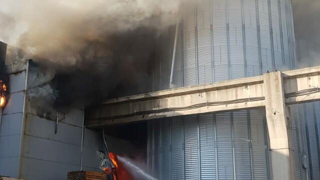 Incendiu puternic la 2 hale din Bragadiru. A fost emis un mesaj RO-Alert - Imaginea 6