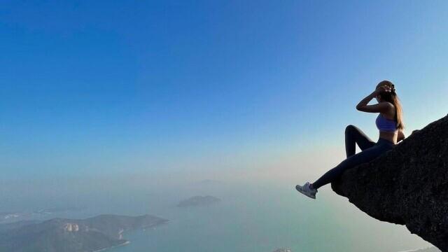 O tânără influencer a murit după ce a căzut în gol în timp ce își făcea o poză, la o cascadă - Imaginea 1