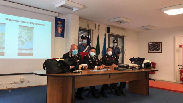 """S-au trezit în casă cu o """"cărămidă"""" de cocaină. Pachetul de 9 mil. euro a fost aruncat din avion - Imaginea 1"""