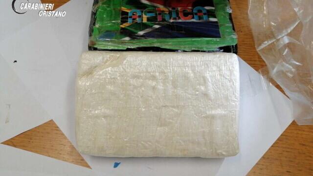 """S-au trezit în casă cu o """"cărămidă"""" de cocaină. Pachetul de 9 mil. euro a fost aruncat din avion - Imaginea 5"""