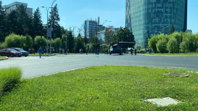 Armata SUA va suporta toate pagubele provocate de aterizarea forțată în Piața Charles De Gaulle - Imaginea 8