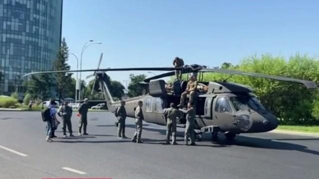 Armata SUA va suporta toate pagubele provocate de aterizarea forțată în Piața Charles De Gaulle - Imaginea 7
