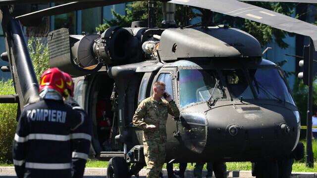 Armata SUA va suporta toate pagubele provocate de aterizarea forțată în Piața Charles De Gaulle - Imaginea 6