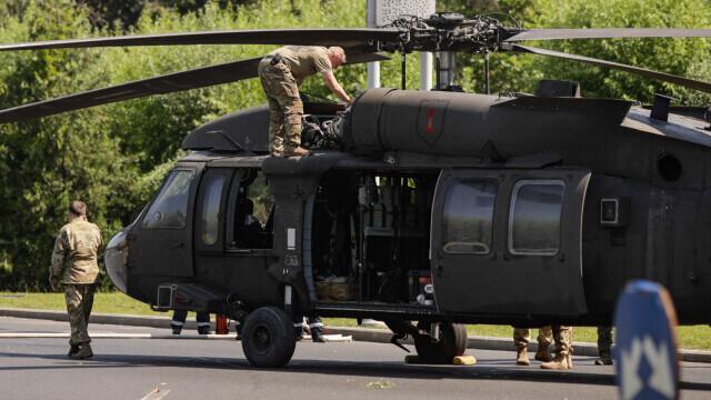 Armata SUA va suporta toate pagubele provocate de aterizarea forțată în Piața Charles De Gaulle - Imaginea 1