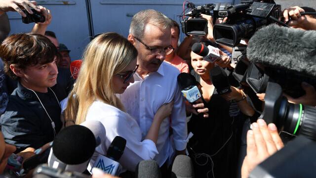 """Primele declarații ale lui Liviu Dragnea, după ce a fost eliberat: """"O perioadă de suferință, abuzuri și umilință"""" - Imaginea 5"""