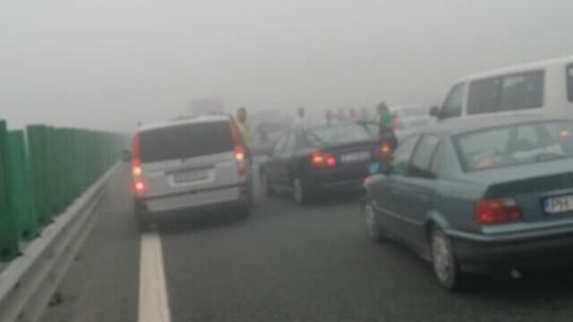 """Cauza carambolului de pe A2. Șofer: """"Mergeam cu 90 de km/h şi dintr-o dată am văzut numai lumini roşii"""" - Imaginea 10"""