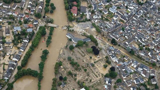 """Analiză AFP: De ce inundaţiile din Europa sunt atât de devastatoare? """"Pământul devine din ce în ce mai cald"""" - Imaginea 15"""
