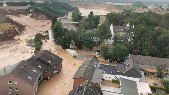 """Analiză AFP: De ce inundaţiile din Europa sunt atât de devastatoare? """"Pământul devine din ce în ce mai cald"""" - Imaginea 7"""