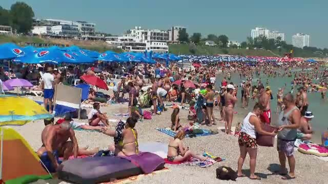 """Imagini uimitoare de pe litoral, cu sute de mii de turiști: """"Suntem speriaţi de atâţia oameni"""" - Imaginea 1"""