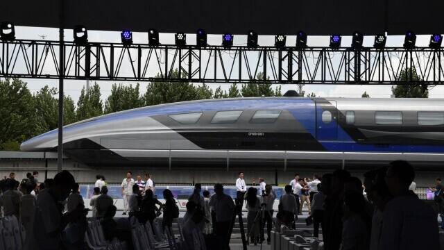 China a prezentat un tren care merge cu 600 km/h VIDEO & FOTO - Imaginea 3