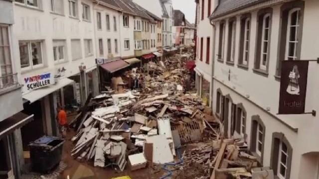 Imagini de nedescris în Germania și Belgia: Tineri au murit încercând să-i ajute pe alţii, până în ultima clipă - Imaginea 1