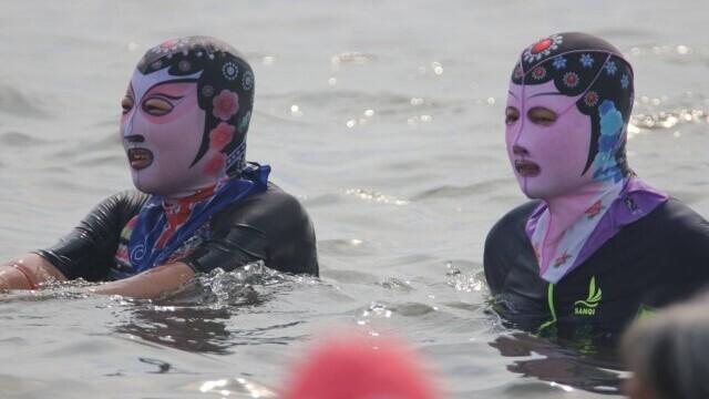 """Țara în care femeile poartă pe cap masca """"Facekini"""" pentru a nu se bronza deloc. GALERIE FOTO - Imaginea 1"""