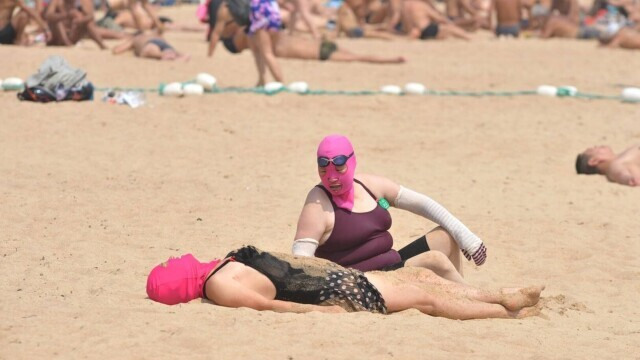 """Țara în care femeile poartă pe cap masca """"Facekini"""" pentru a nu se bronza deloc. GALERIE FOTO - Imaginea 11"""