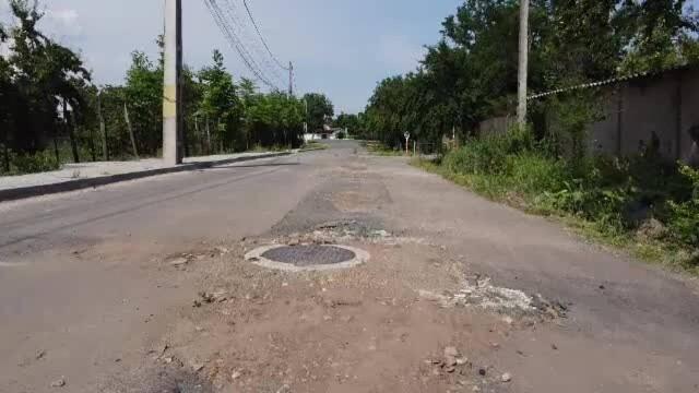 Orașul distrus de lucrările de infrastructură prost făcute: canale descoperite, gropi și oameni disperați - Imaginea 3