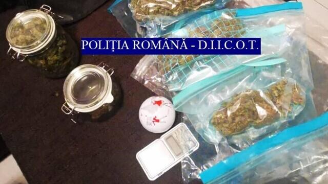 Traficanţi de droguri din București prinşi în flagrant. De unde ridicaseră câteva kilograme de cannabis - Imaginea 1