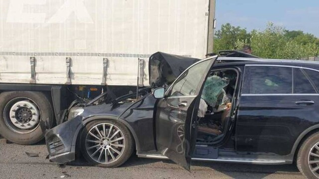 Accident mortal pe A1. O femeie a fost decapitată după ce soțul ei a intrat cu mașina sub o remorcă - Imaginea 2