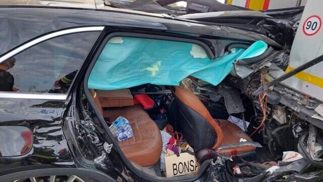 Accident mortal pe A1. O femeie a fost decapitată după ce soțul ei a intrat cu mașina sub o remorcă - Imaginea 3