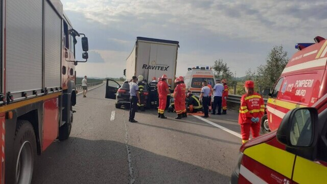 Accident mortal pe A1. O femeie a fost decapitată după ce soțul ei a intrat cu mașina sub o remorcă - Imaginea 4