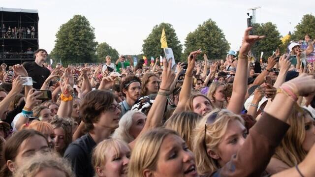 Mii de tineri participă la un festival de muzică în UK, fără restricții. GALERIE FOTO - Imaginea 1