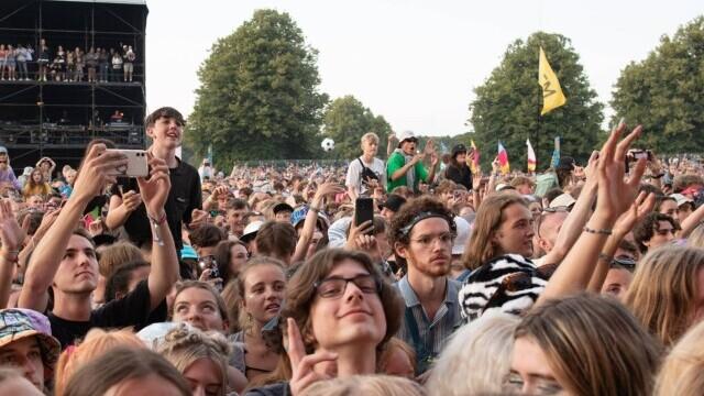Mii de tineri participă la un festival de muzică în UK, fără restricții. GALERIE FOTO - Imaginea 5