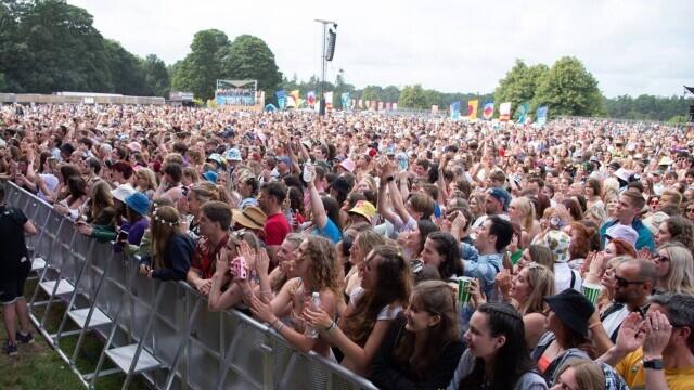 Mii de tineri participă la un festival de muzică în UK, fără restricții. GALERIE FOTO - Imaginea 6