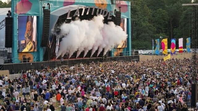 Mii de tineri participă la un festival de muzică în UK, fără restricții. GALERIE FOTO - Imaginea 8