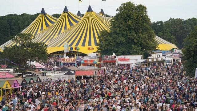 Mii de tineri participă la un festival de muzică în UK, fără restricții. GALERIE FOTO - Imaginea 9