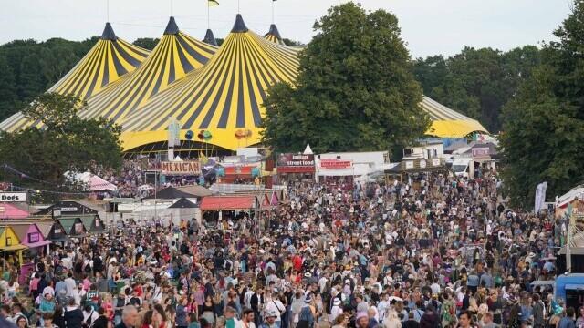 Mii de tineri participă la un festival de muzică în UK, fără restricții. GALERIE FOTO - Imaginea 10
