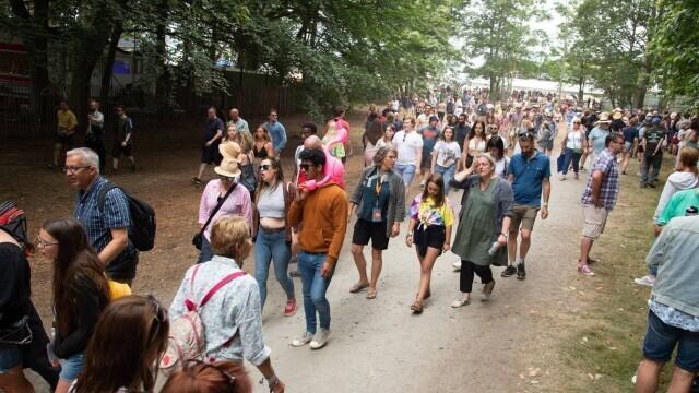 Mii de tineri participă la un festival de muzică în UK, fără restricții. GALERIE FOTO - Imaginea 11
