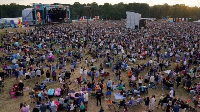 Mii de tineri participă la un festival de muzică în UK, fără restricții. GALERIE FOTO - Imaginea 12