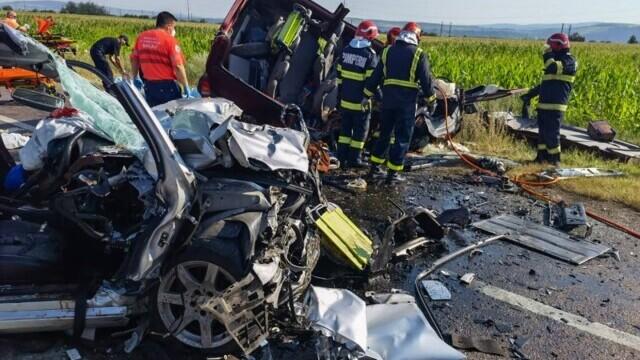Accident cu șapte morți în Bacău. Doi copii, printre victime. Alte două persoane sunt în stare gravă - Imaginea 3