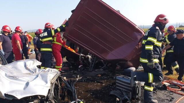 Accident cu șapte morți în Bacău. Doi copii, printre victime. Alte două persoane sunt în stare gravă - Imaginea 6